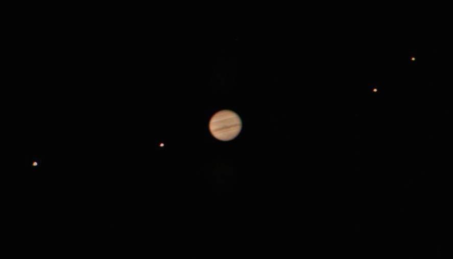 Moonsis de Júpiter vistas nun telescopio moderno